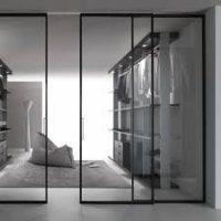 drzwi przesuwne - system ze szklanymi drzwiami